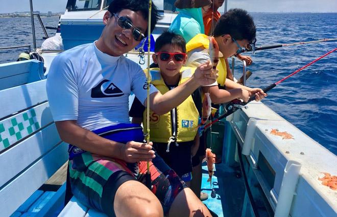 和儿童一起体验钓鱼!