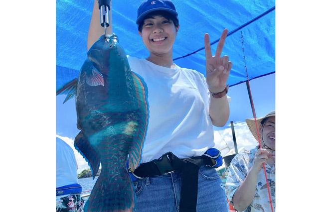 尽情享受冲绳美丽海洋上的钓鱼乐趣。